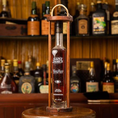 saint-james-cuvee-speciale-an-2000-rhum-vintage-bouteille-sur-chassis-en-bois-43-50cl